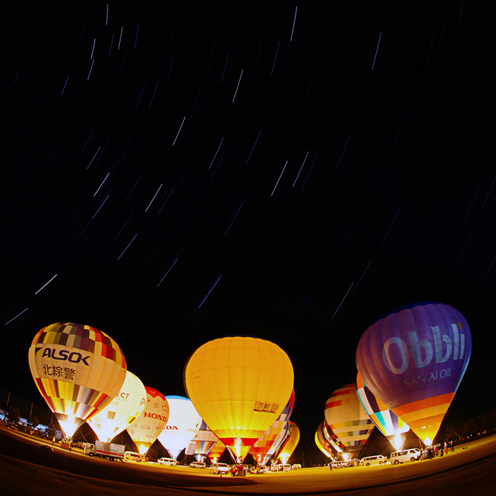 startrails_balloon_illusion_141122-3s.jpg